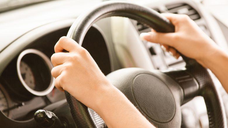Instruktoret dëshmojnë se edhe vozitja po zhvishet nga paragjykimet gjinore