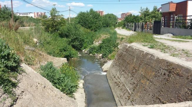 Fundi i kokëçarjeve me lumin Mirusha: Ndotësi së shpejti shndërrohet në shesh