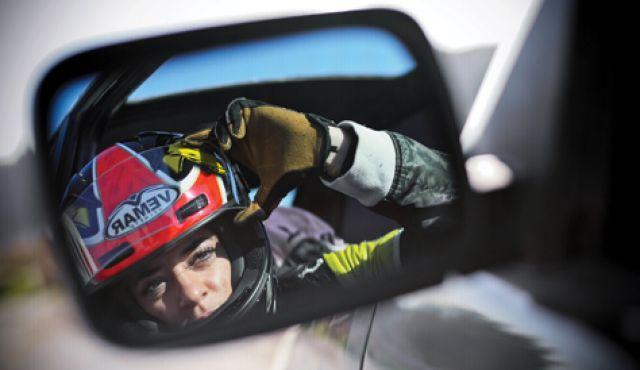 Femrat në Prishtinë garojnë me makina