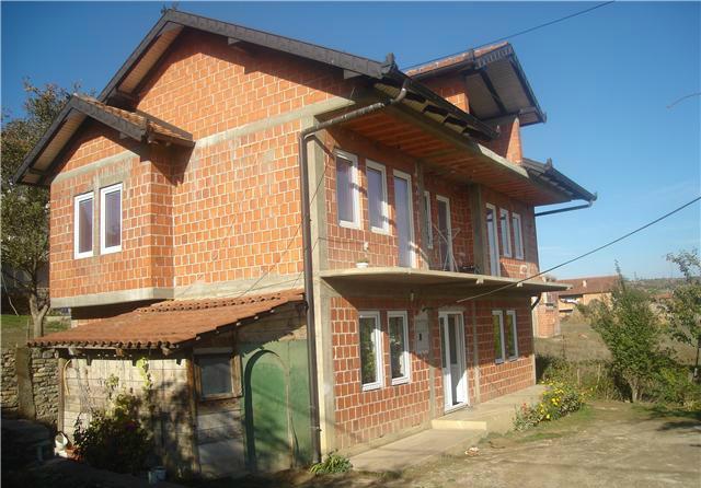 Shumë shtëpi të ndërtuara për të kthyerit në komunën e Klinës qëndrojnë të shkreta
