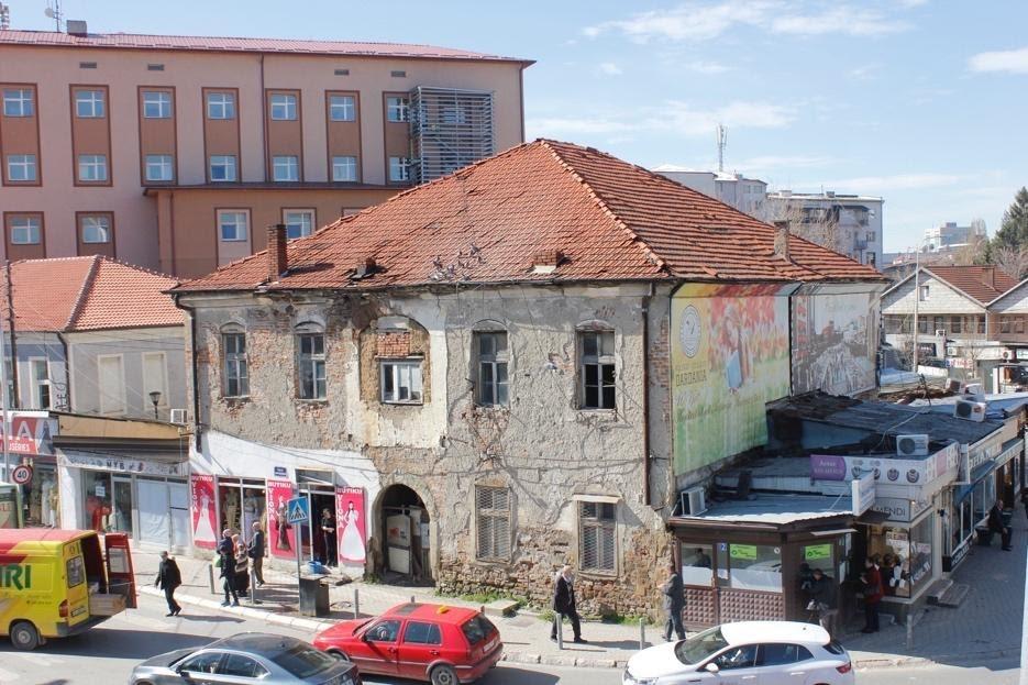 """Neglizhencat institucionale po e """"rrënojnë"""" shkollën e parë shqipe në Prishtinë"""