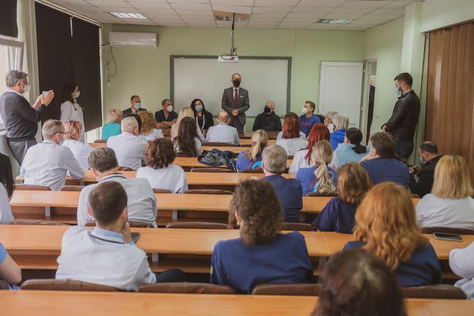 """Humanizmi i organizatës """"Gift of Life"""" dhe i mjekëve është dhuratë jo vetëm për fëmijët tanë, por edhe për Kosovën"""