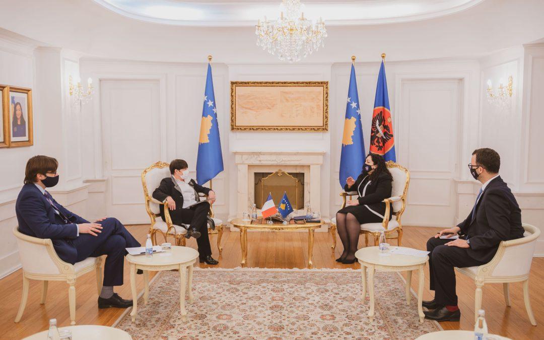 Presidentja Osmani kërkon nga shteti francez të mbështesë liberalizimin e vizave për qytetarët e Kosovës